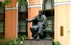 Городская скульптура. Памятник дворнику