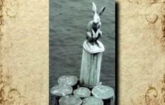 Городская скульптура. Памятники «Зайчик, спасшийся от наводнения»