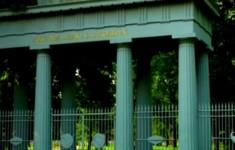 Парки и сады. Ворота «Любезным моим сослуживцам» и Орловские ворота