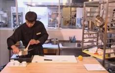 Блинчики «Харумаки». Фруктовый ролл с малиновым соусом