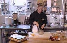 Шоколадное суфле с сорбетом «Личи». Мятная панакотта с соусом «Тартар»