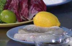 Салат микс с судаком. Кролик с полентой. Горячая вишня с ванильным мороженым.