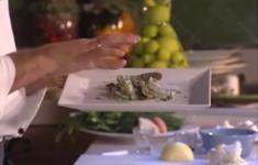 Соус «Биск». Вишневый соус. Тигровые креветки с яйцом-пашот и шпинатом