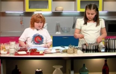 Макароны с беконом и зеленым горошком. Печенье «Творожные треугольники». Молоко с клубникой