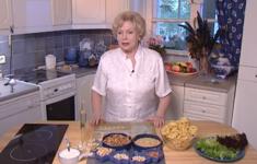 Спагетти с ореховым соусом. Салат с кедровыми орехами. Козинаки