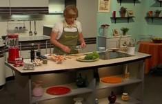 Креветки на шпажках с соусом из кинзы. Салат с нектарином и красным перцем. Шотландское печенье