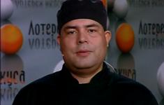 Сибас с гарниром из спаржи и мексиканским соусом