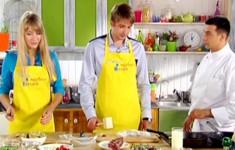 Карпаччо из говядины. Треска под лимонным соусом с картофелем. Сабайон с клубникой