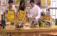 Салат с лососем и спаржей. Куриные ножки в томатном соусе. Пирожное «Наполеон»
