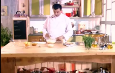Салат со свиной шейкой. Жареная камбала. Взбитый творожный крем с абрикосами
