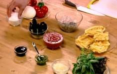 Салат с моцареллой. Паста с морепродуктами. Фрезье
