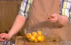 Компот из абрикосов и персиков. Варенье из абрикосов с миндальными орехами. Джем из абрикосов с тимьяном