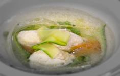 Фрикадельки из курицы в овощном бульоне с овощной лапшой. Плов из риса и овощей. Морковно-тыквенный пирог.