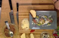 Венские булочки. Тартар из говядины с яйцом, гуакомоле и соусом из пармезана
