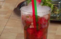 Безалкогольный клубничный мохито. Суп из клубники с дымком и мороженым, приготовленным на жидком азоте