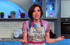 Крученый пирог из теста фило с сушеным инжиром и орехами. Баранина с имбирем, шафраном корицей и грушей. Булгур со специями и изюмом