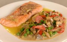 Овощи с азиатским акцентом. Жареный лосось. Оладьи из овсяных хлопьев
