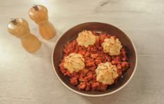 Куриная поджарка с розочками из картофеля. Французский салат