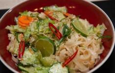 Вьетнамский салат. Манго в имбирно-мятном сиропе. Смузи с кокосовым молоком