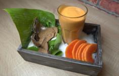 Треска c жареными зернами кукурузы. Жареные бананы с ромом и кокосовым орехом. Смузи из папайи