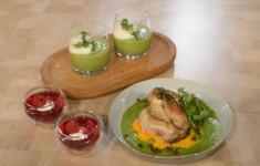 Суп из зеленого горошка с мятой. Цыпленок на подушке из морковно-картофельного пюре с соусом из зеленого горошка. Желе из розового шампанского с кремом шантильи