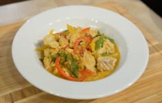 Картофельные оладьи с голубикой и черничным соусом. Суп из спелых томатов и ризотто из бурого риса с морепродуктами. Овощная лапша и белая рыба в тайском стиле
