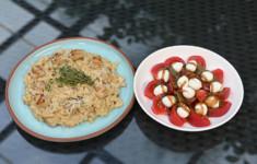 Перловка с белыми грибами и морскими гребешками. Салат из томатов и моцареллы