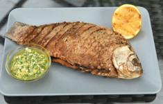 Жареный карась. Салат с пшеном и лососем