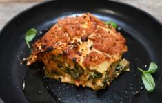 Сырная лазанья с индейкой и шпинатом. Папильот с овощами чечевицей и дорадо