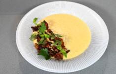 Суп-пюре из кукурузы с хрустящим беконом. Жареный адыгейский сыр