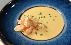 Тыквенный суп с попкорном из креветок. Закуска из огурцов в укропно-чесночном масле