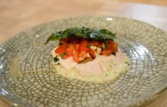 Курица жареная с овощами. Куриная грудка на карамельном соусе с сальсой и хрустящим базиликом