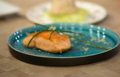 Стейк из лосося и салат из печени трески. Паштет из печени трески и подкопченного лосося