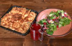 Блинный пирог. Малиновый сбитень. Салат с куриной печенью и малиновым соусом