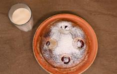 Молочный пирог со сливами. Кефир с облепихой
