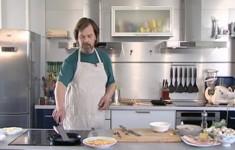Омлет с сыром. Омлет с помидорами и беконом. Омлет с грибами и луком