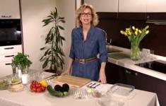 Запеканка из овощей с пармезаном. Грибной суп с грецкими орехами. Фруктовый салат с малиновым соусом
