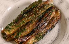 Обжаренные баклажаны с петрушкой и чесноком. Куриные шейки с чесноком и зеленью