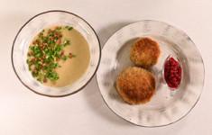 Котлеты из утки в хрустящей панировке с моченой брусникой. Крем-суп из картофеля с печеным чесноком
