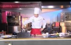 Судак с овощами в китайском стиле. Клубника фламбе с сыром камамбер
