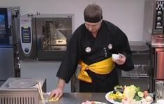 Салат «Мориавасэ» с лапшой «харусамэ» и морепродуктами. Гребешки под соусом «ниннику терияки»