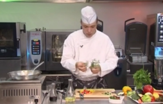«Милфей» из авокадо и томатов. Овощной штрудель