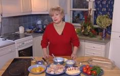 Рыба с персиками в сметанном соусе. Помидорные бургеры с сыром. Клюквенный мусс с орехами