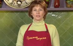 Беляши. Томатный суп. Салат из редьки