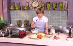 Салат с осьминогом. Луковый пирог «Татен». Персик «Мельба».