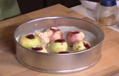 Бараньи котлетки. Кекс с яблоками. Кабачки с помидорами