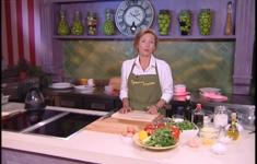 Рисовый пирог с кабачками и креветками. Помидорный салат. Винный крем