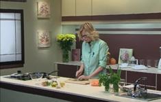 Тыква с луком и корицей в пергаменте. Салат из моркови с кунжутом. Напиток из дыни