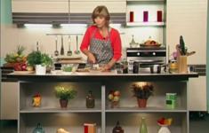 Русский салат. Пирожки с грибами