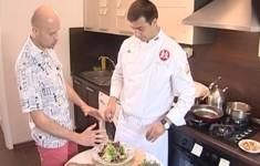 Салат с белыми грибами и спаржей